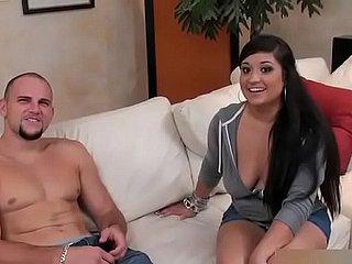 vollbusige latina zeigt big ass